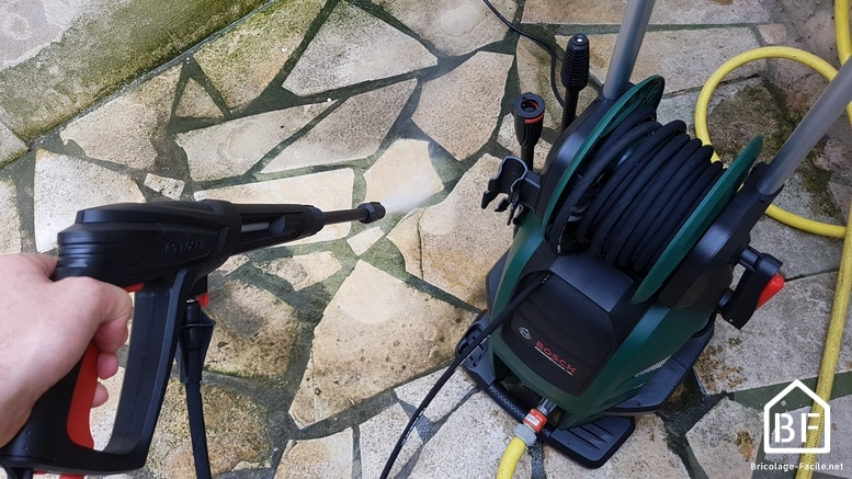 Bosch Advanced Aquatak 160 en action