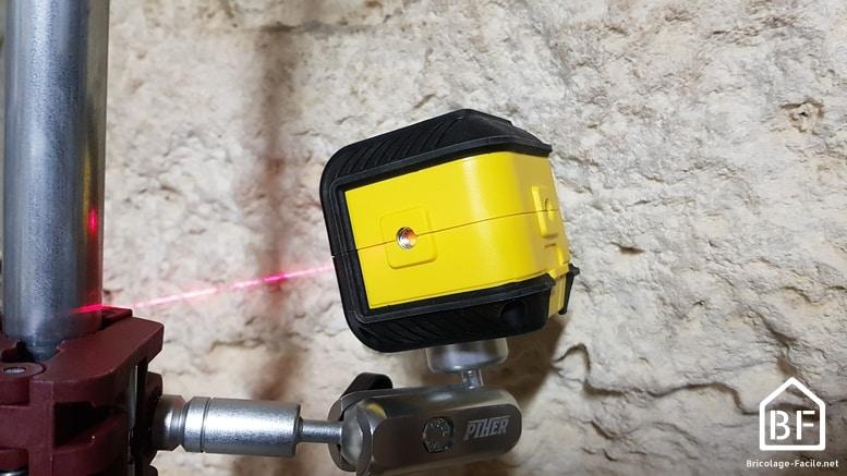 niveau laser Stanley Cubix sur le côté
