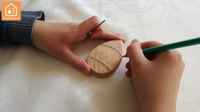 Oeuf de pâques avec du bois