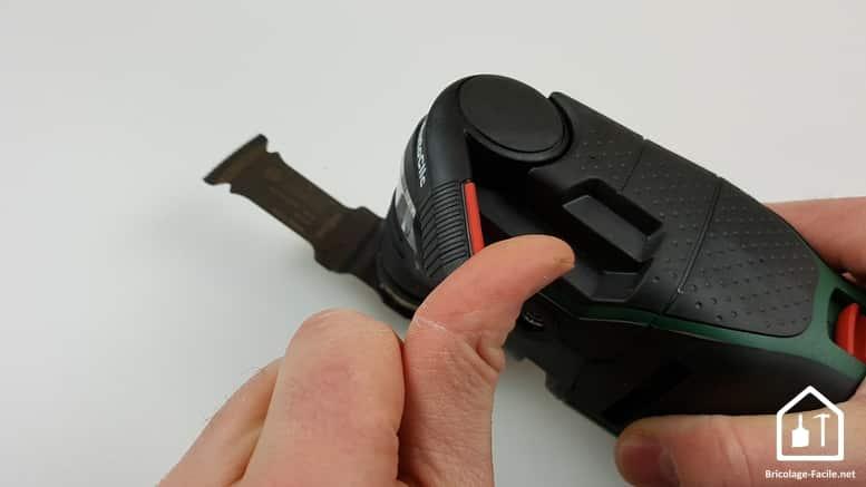 outil multifonction PMF 350 CES de Bosch - levier pour retirer l'accessoire