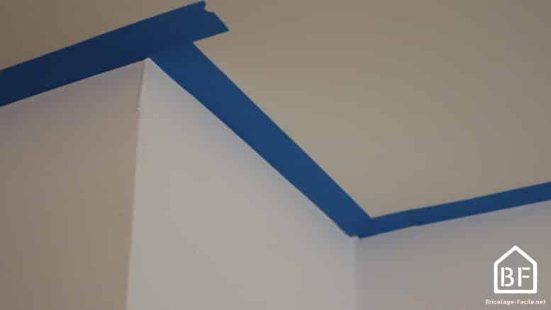 protéger le plafond avec du scotche de peintre