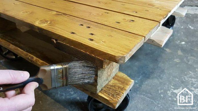 peindre une palette en bois