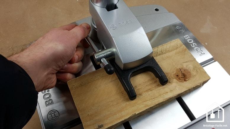 Perceuse à colonne PBD 40 de Bosch - pince de serrage
