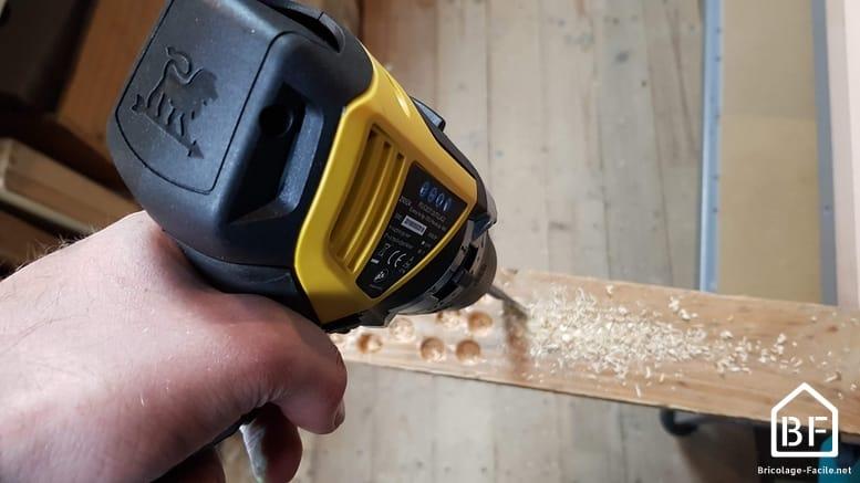 perçage de bois avec la perceuse Peugeot