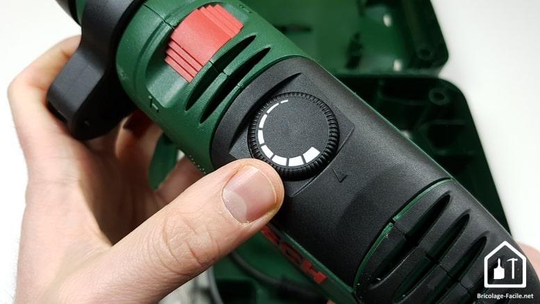 Perceuse à percussion PSB 750 RCE de Bosch - variateur de vitesse