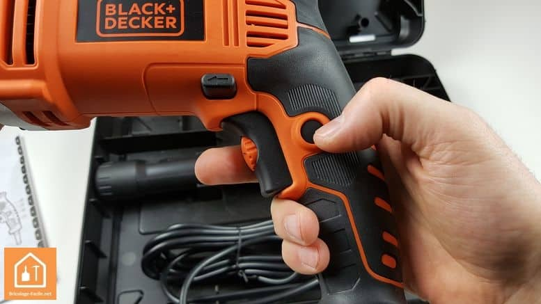 perceuse à percussion 1110W de Black+Decker - bouton de bloquage