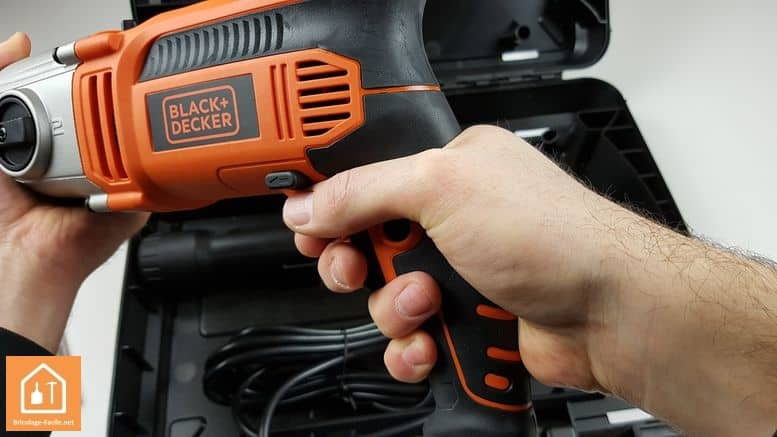 perceuse à percussion 1110W de Black+Decker - poignée principale