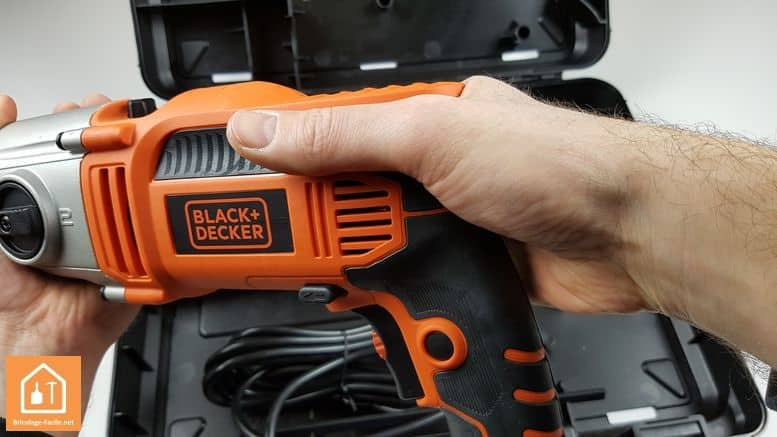 perceuse à percussion 1110W de Black+Decker - haut de la poignée