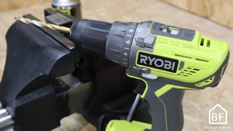 percçage de métal avec la perceuse Ryobi R18DD3-0