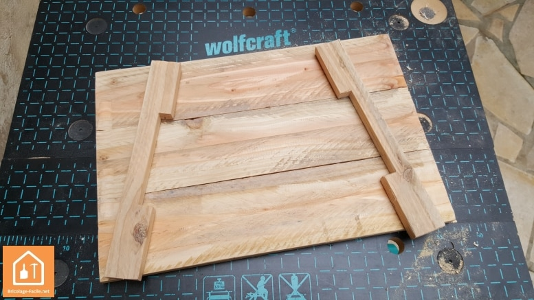 Tuto fabriquer un plateau en bois de palettes - Customiser un plateau en bois ...
