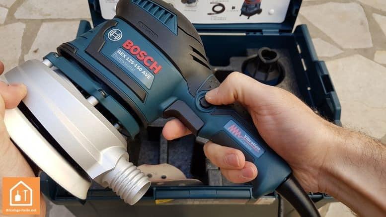 Ponceuse excentrique GEX 125-150AVE de Bosch - bouton de blocage