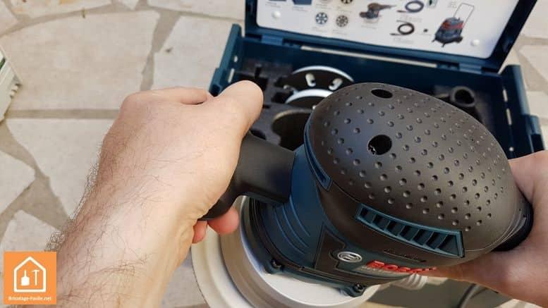 Ponceuse excentrique GEX 125-150AVE de Bosch - poignée