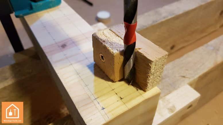 porte crayon  en bois - perçage avec le guide