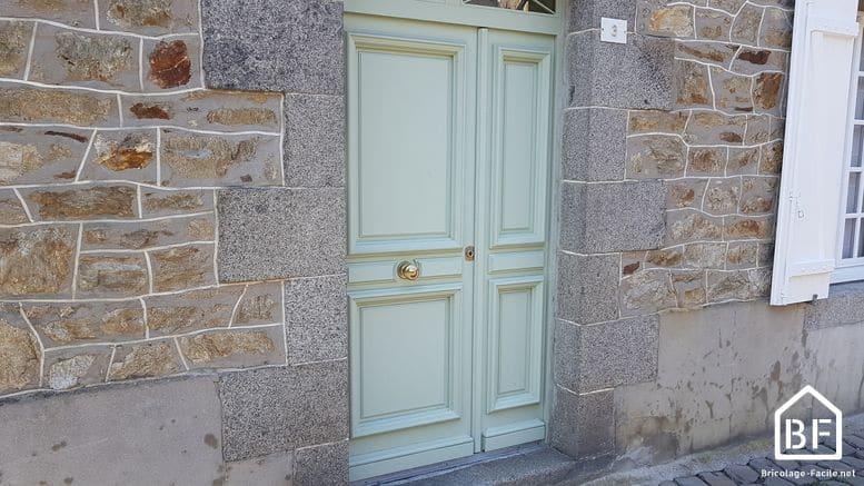 Comment r gler une porte d entr e r glage des gonds - Isolation bas de porte d entree ...