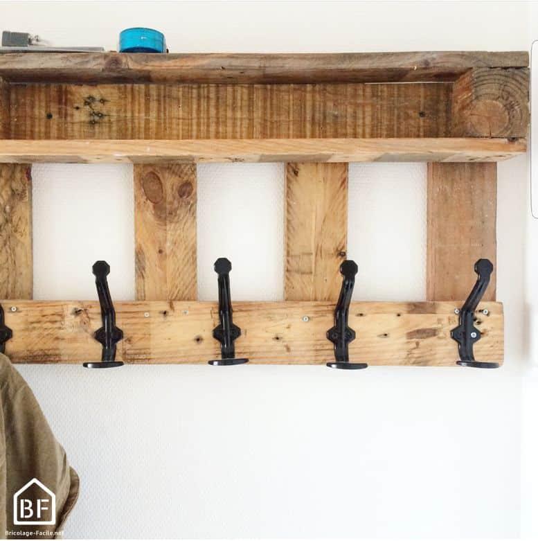 fabriquer un porte manteau en palette bricolage facile. Black Bedroom Furniture Sets. Home Design Ideas