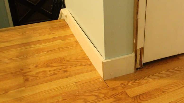 conseils pour la pose de plinthes en bois bricolage facile On pose plinthe cuisine