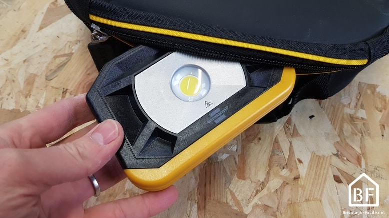rangement dans une poche de sac à outils
