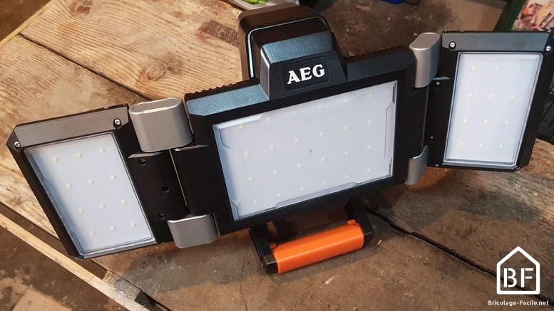 projecteur LED AEG BPL18 18V dépoyé