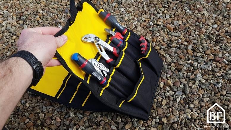 compartiment avec des outils à main