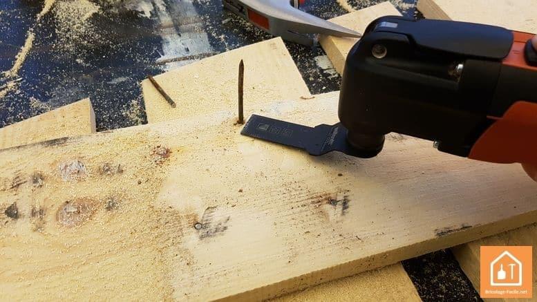 sapin en bois de palettes - découpe des clous qui dépassent