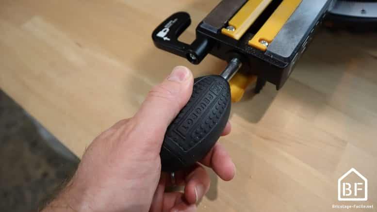serrage de la posiiton de la scie