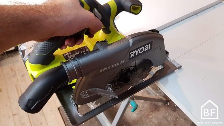 scie circulaire Ryobi R18CS7 18V ONE+ en action