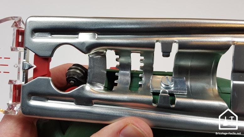 scie sauteuse PST 900 de Bosch - coupe en biais