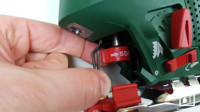 scie sauteuse PST 900 de Bosch - système de changement de lame
