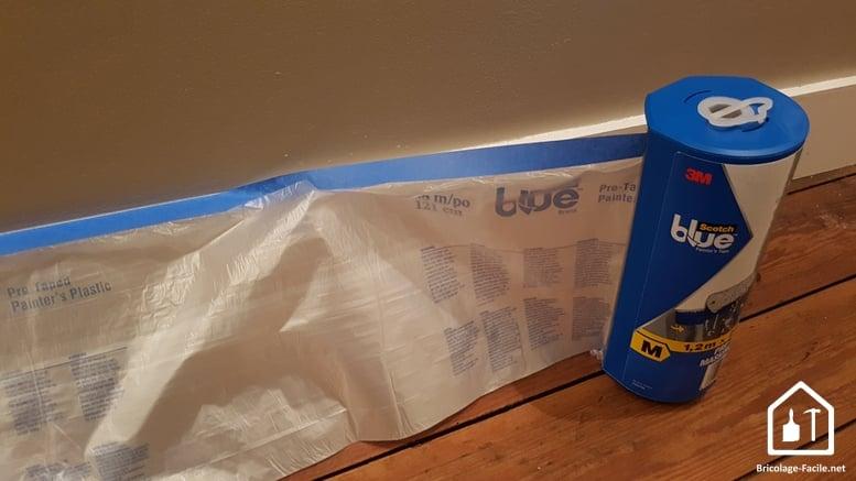 Scotch Blue de 3M - pose de la bâche sur une plinthe