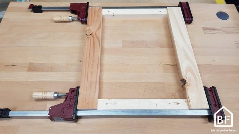 Serre-joint dormant serrant un cadre en bois