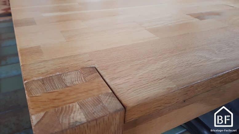 table en bois protégee
