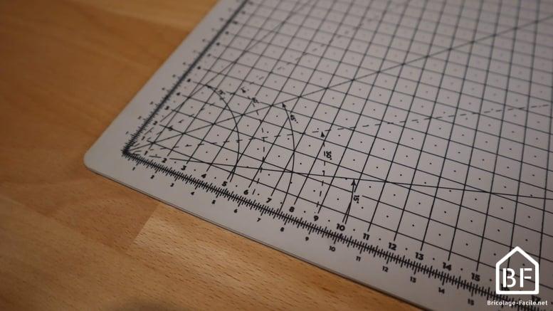 graduation des angles marquée sur le tapis de découpe