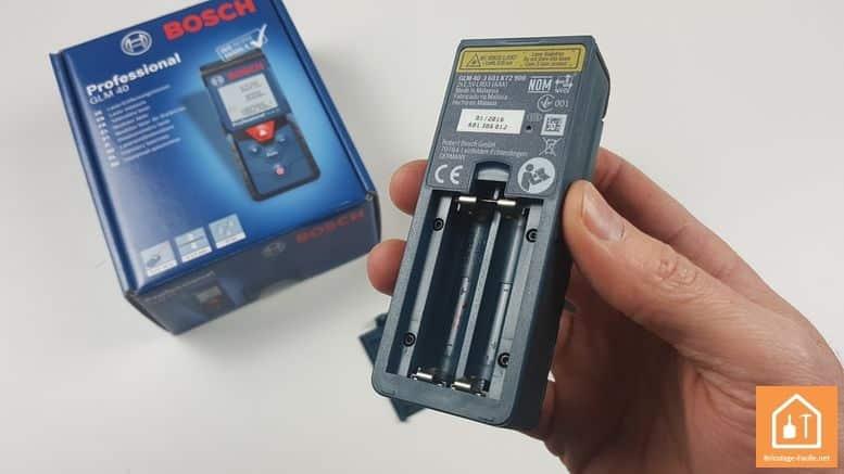 Télémètre laser GLM 40 de Bosch Professional - emplacement des piles