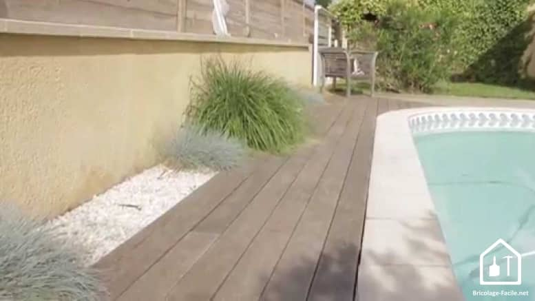 Terrasse en bois grisatre