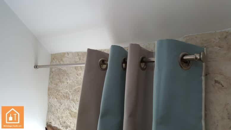 conseil brico comment installer une tringle rideaux. Black Bedroom Furniture Sets. Home Design Ideas