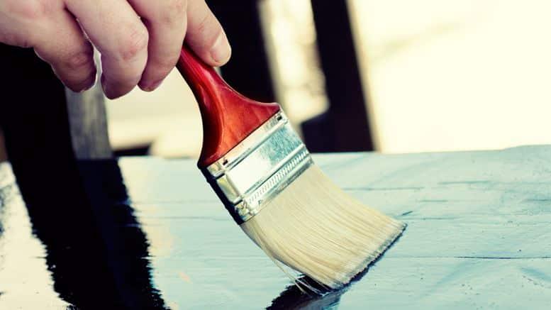 appliquer du vernis pour bois bricolage facile. Black Bedroom Furniture Sets. Home Design Ideas