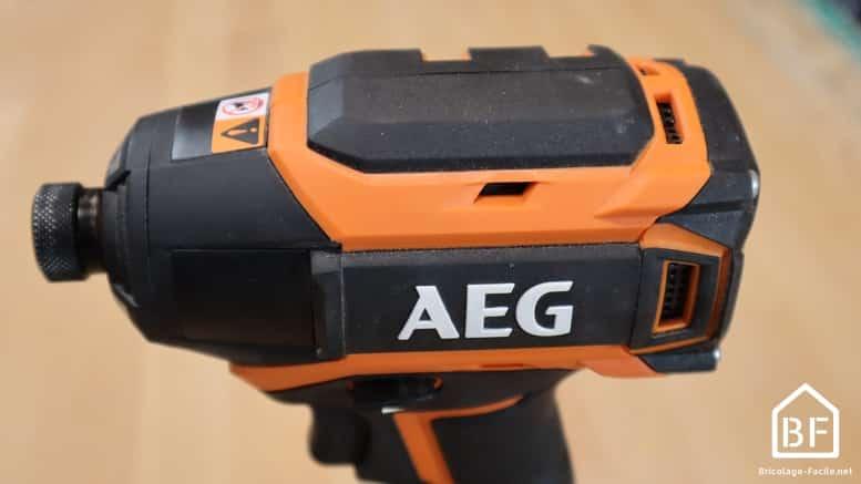 compacité de la visseuse à choc AEG BSS 18B6