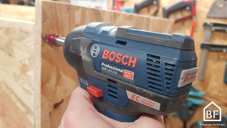 Visseuse à choc Bosch Pro GDR 12V 110 en action