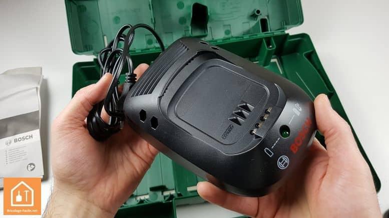 Visseuse à chocs sans fil PDR 18 LI de Bosch - le chargeur