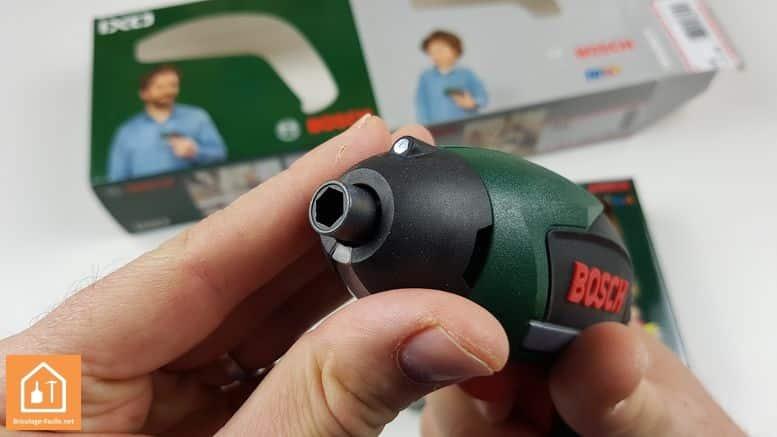 visseuse sans fil ixo de bosch - vue avant avec LED et porte embouts